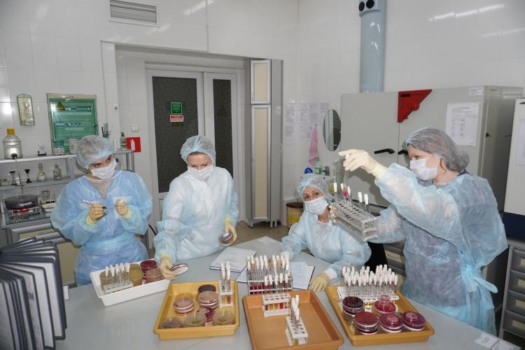 Специалисты отдела бактериологии принимают участие в межлабораторных сличительных испытаниях