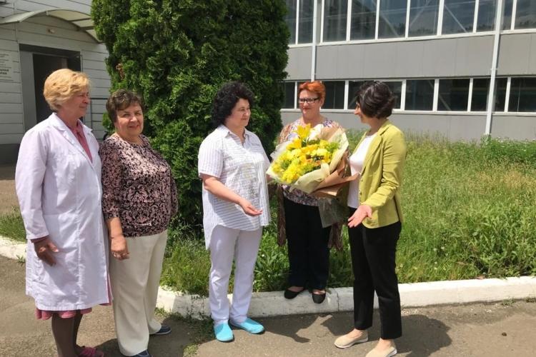 Сотрудники ФГБУ «Краснодарская МВЛ» поздравили с 70-летием Нину Петровну Величко.